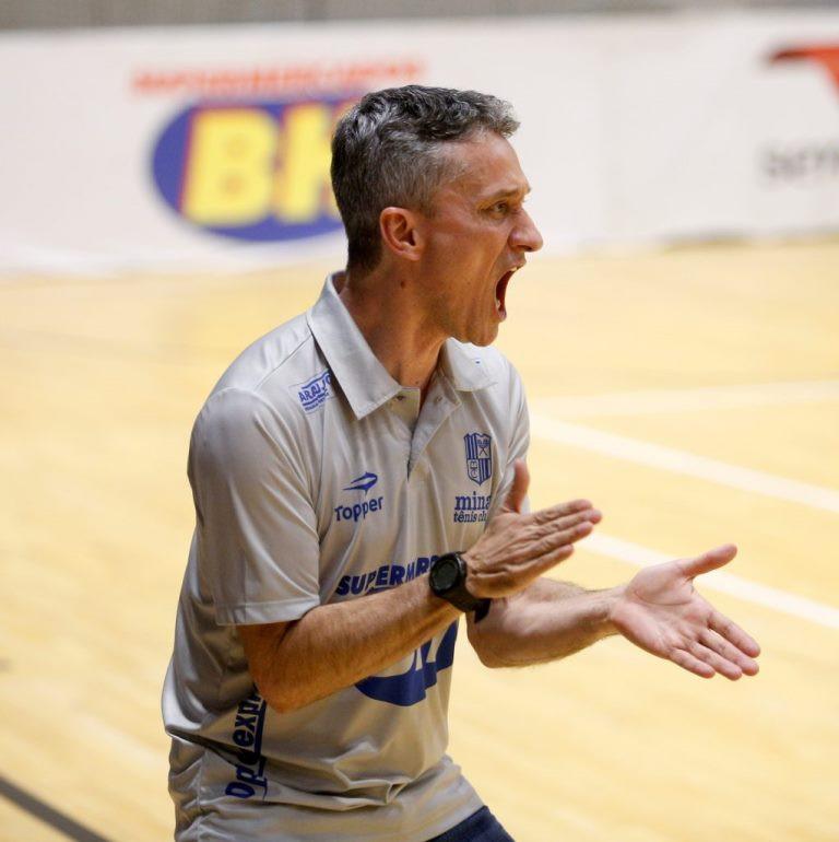 Crédito: Orlando Bento - Paulo Cardoso é um dos treinadores mais vitoriosos do futsal brasileiro