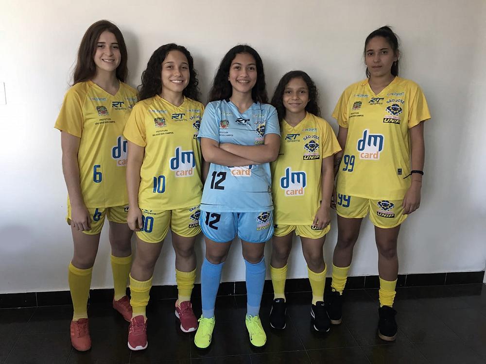 Crédito: São José - Atletas apresentando uniforme Jogo 1