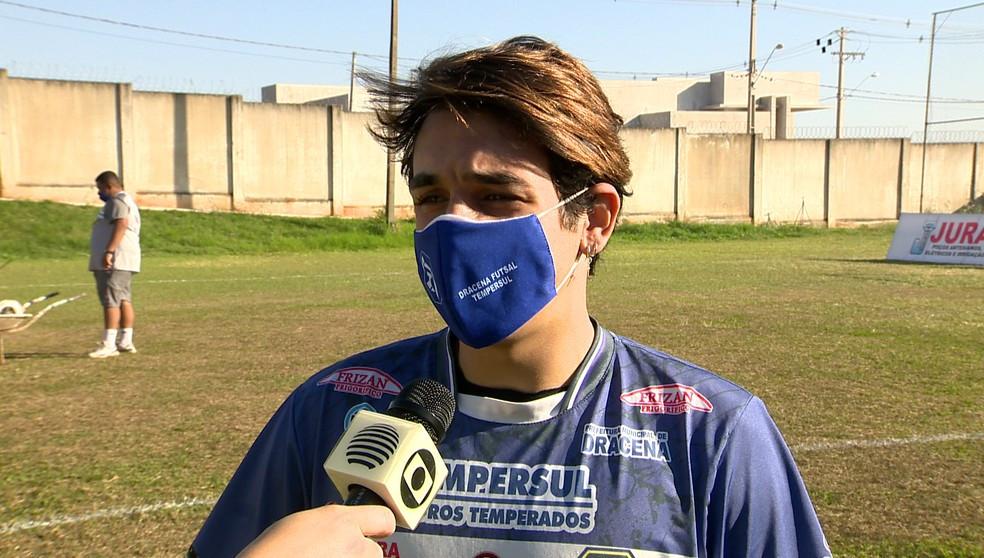 Crédito: TV Fronteira - Ala Lucas Freitas destacou a falta de estabilidade nos treinamentos no campo