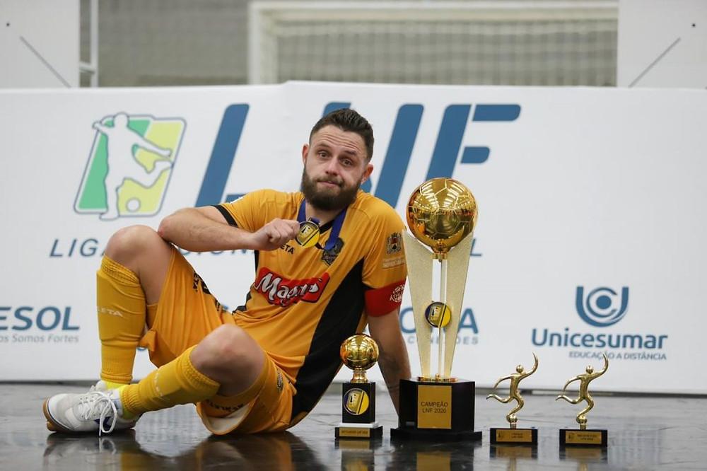 Crédito: Danilo Camargo - Rodrigo, campeão, artilheiro, melhor fixo e craque da LNF 2020