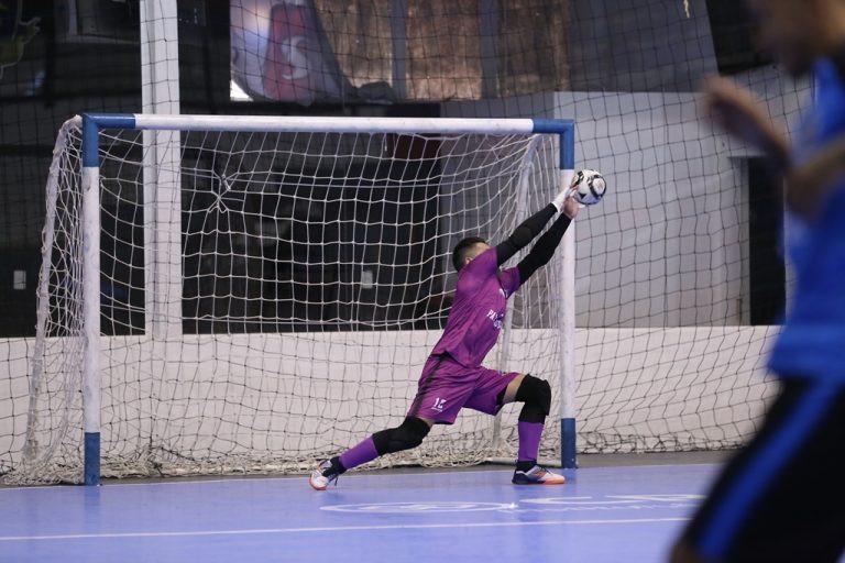 Crédito: Mauricio Moreira - Tiago em ação durante treino do Pato Futsal
