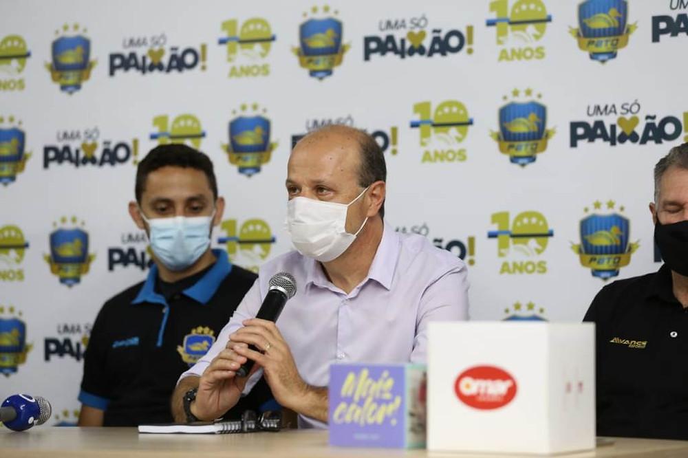 Crédito: Mauricio Moreira - Eliseu Bertelli, membro do comitê gestor do Pato , deu as boas-vindas ao Caio