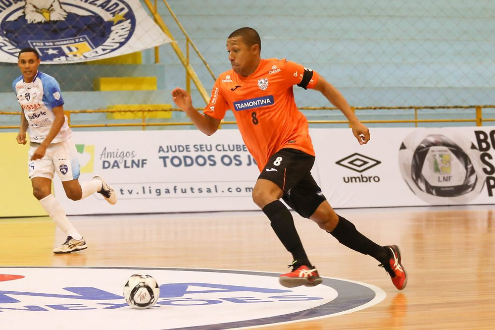 Crédito: Ulisses Castro - O ala Bruno Souza marcou um dos gols na vitória contra o Foz Cataratas
