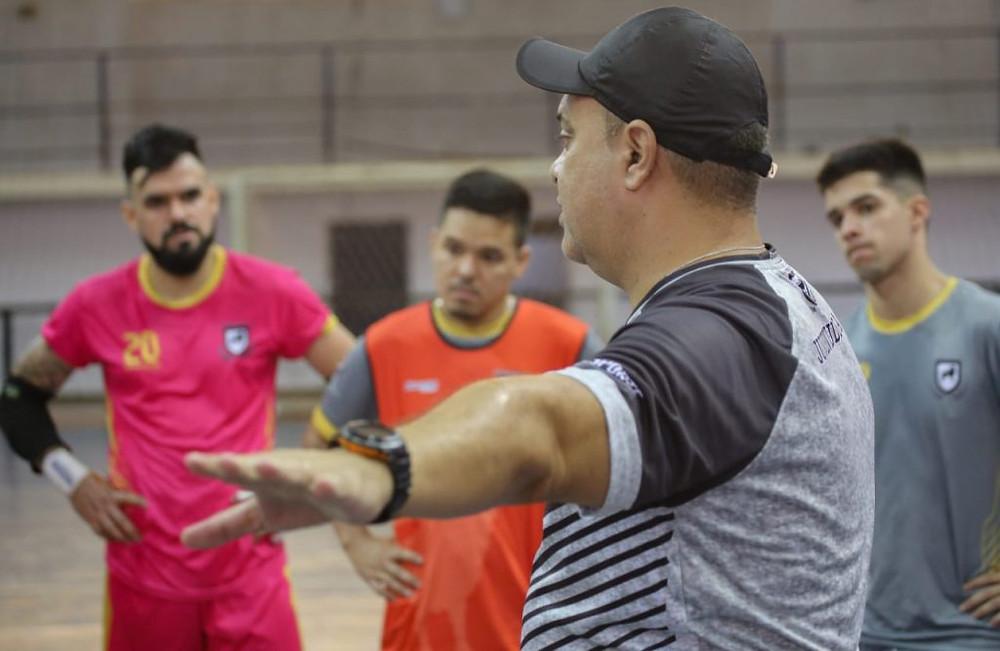 Crédito: Franz Mendes - Enquanto a Liga Nacional de Futsal não começa, técnico Lucas Chioro segue preparando a equipe para temporada
