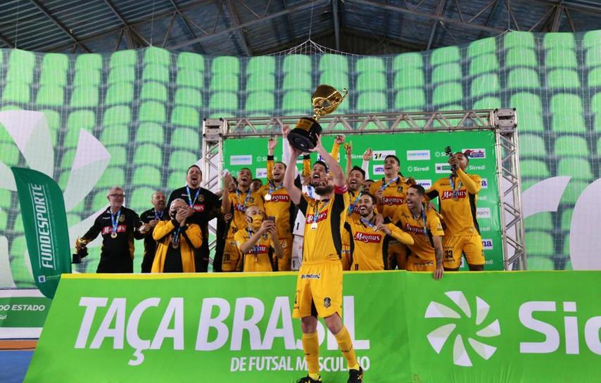 Com emoção até o fim, Magnus vence JEC/KRONA e é campeão inédito da Taça Brasil Sicredi de Futsal