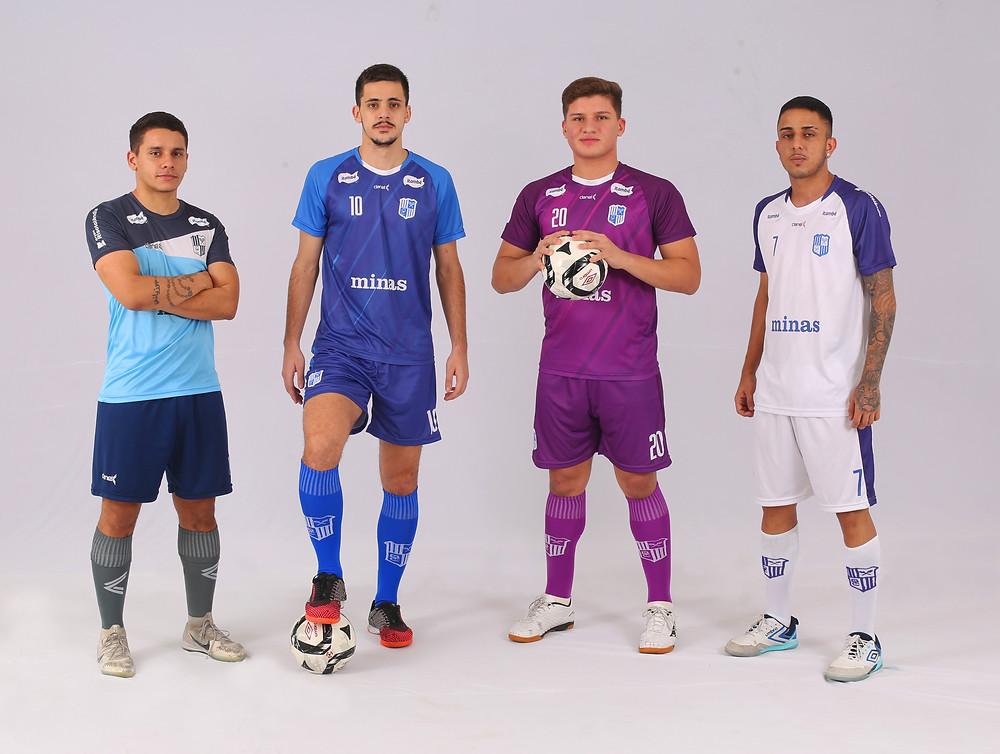 Crédito: Orlando Bento - Atletas minastenistas com os novos uniformes de jogo e treino