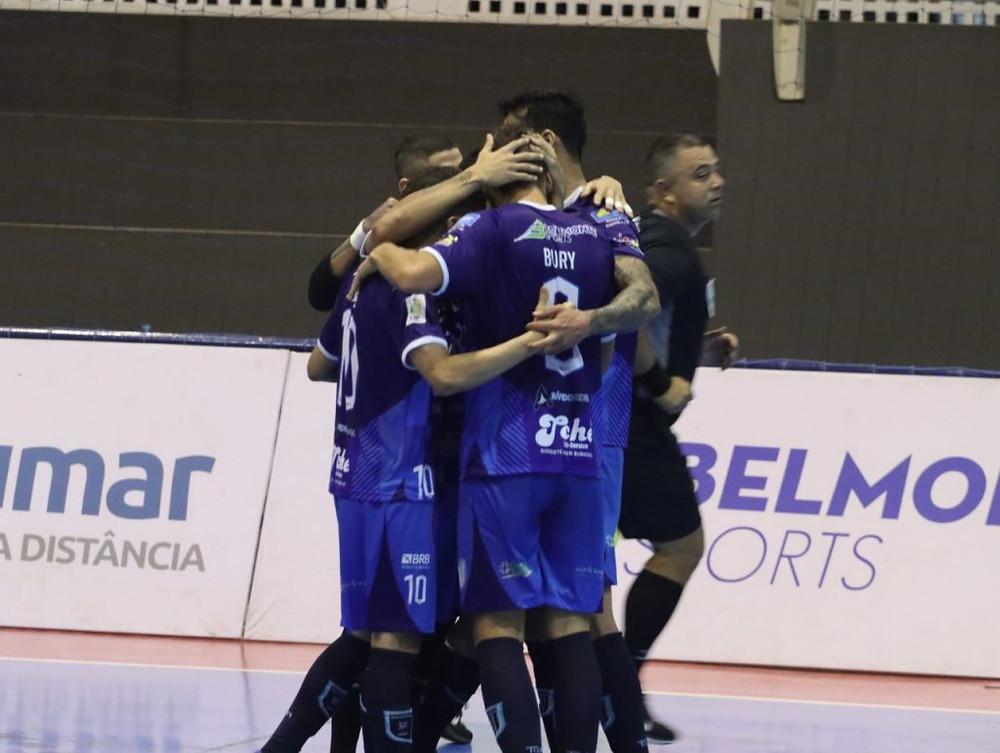 Crédito: Marcelo Laitano - Jogadores do Brasília comemoraram muito o resultado.