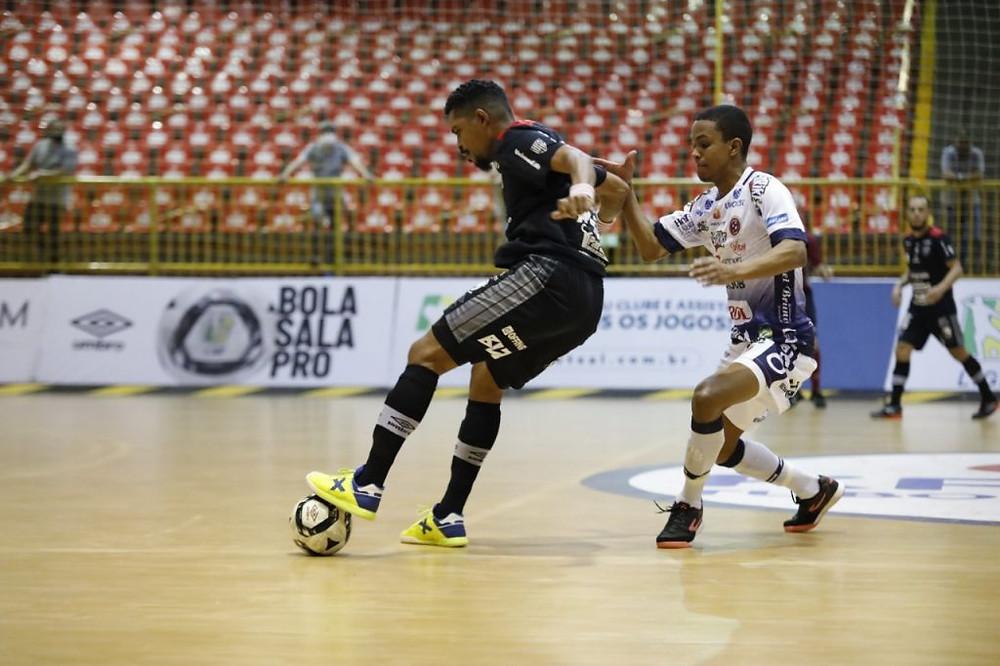 Crédito: Alisson Faria - Campo Mourão e Joaçaba fizeram uma partida muito equilibrada