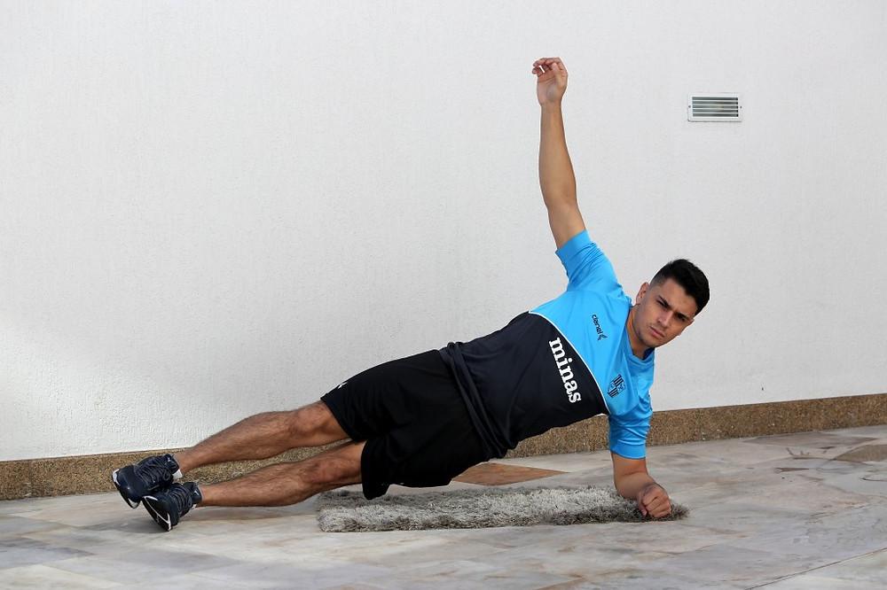 Crédito: Divulgação Minas - Goleiro da equipe de futsal, Anderson faz os treinamentos online com os colegas de equipe