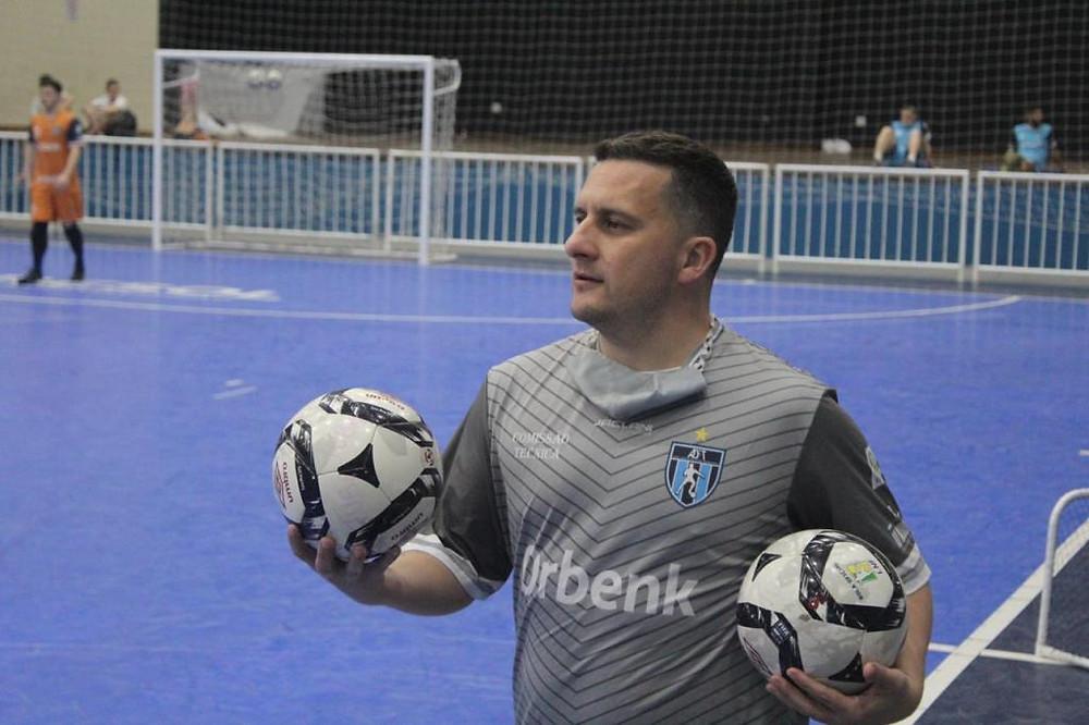 Crédito: João Duarte - Gordo, técnico do Tubarão, durante treinamento da sua equipe