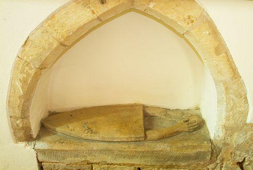Bredon-heart tomb.jpg