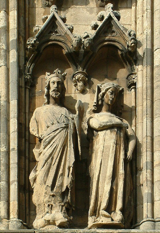 Edward_I_of_England_and_Eleanor_of_Castile,_Lincoln_Cathedral.jpg