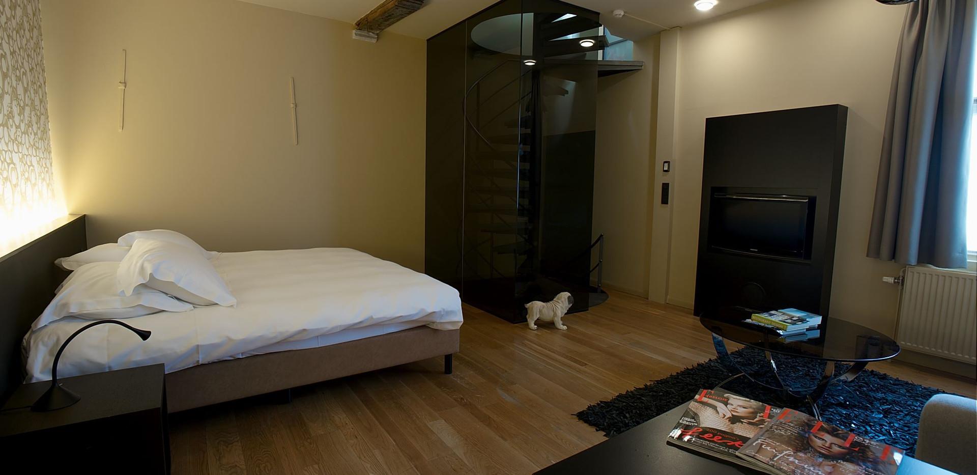 superior suite bed
