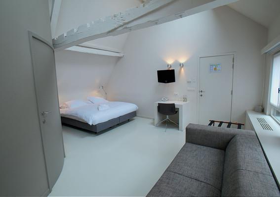 bed jr suite 7