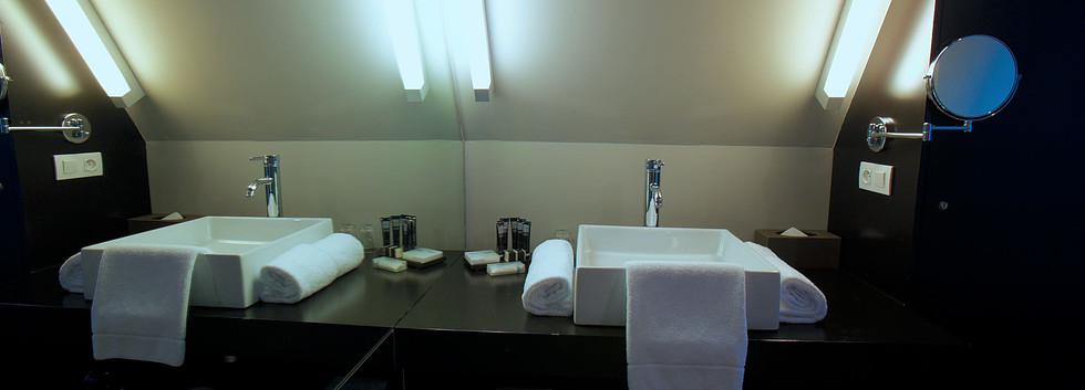 bathroom suite M