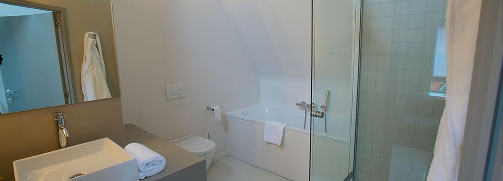 bathroom jr suite 7