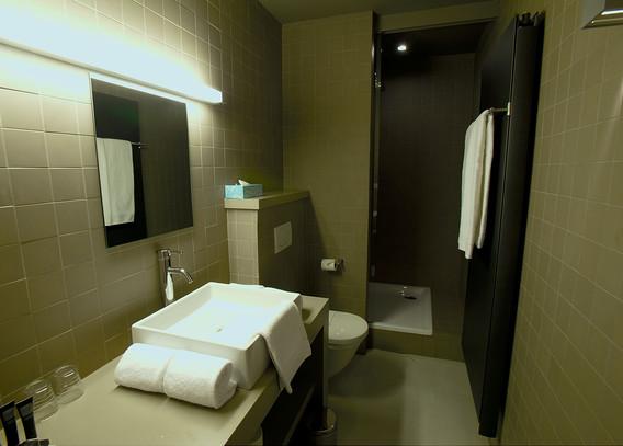 bathroom deluxe 4