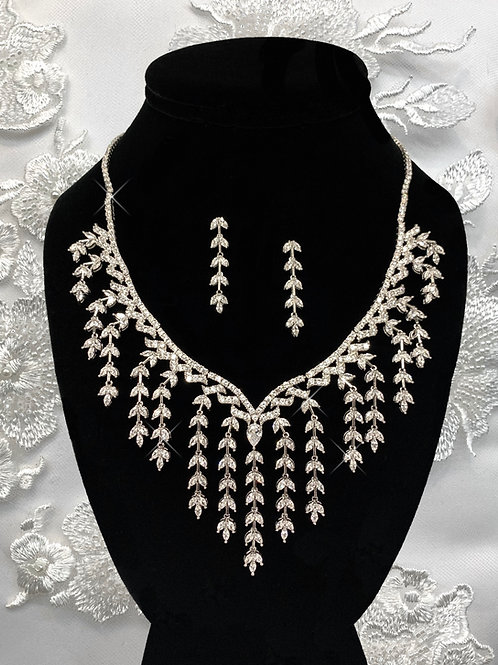 Mila Necklace Set