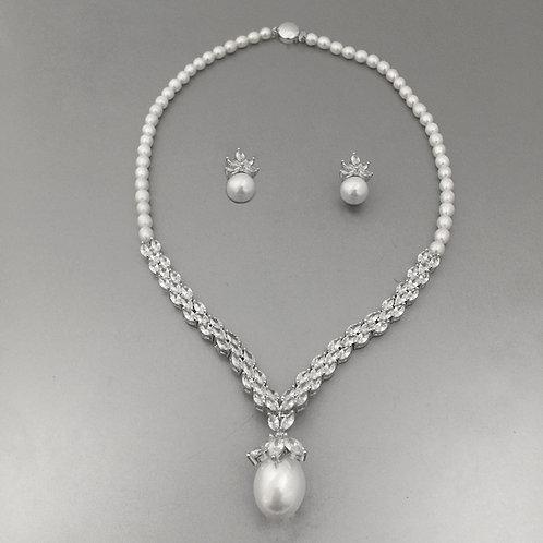 Salina  Necklace Set