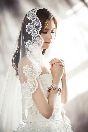 wedding-dresses-1486256_1920.jpg