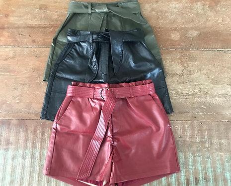015 - Short feminino corino com faixa ou argola