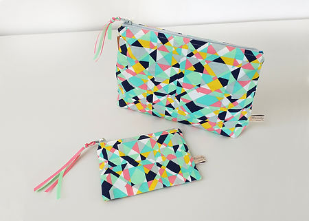 Multi col geometric Zip Bag Set