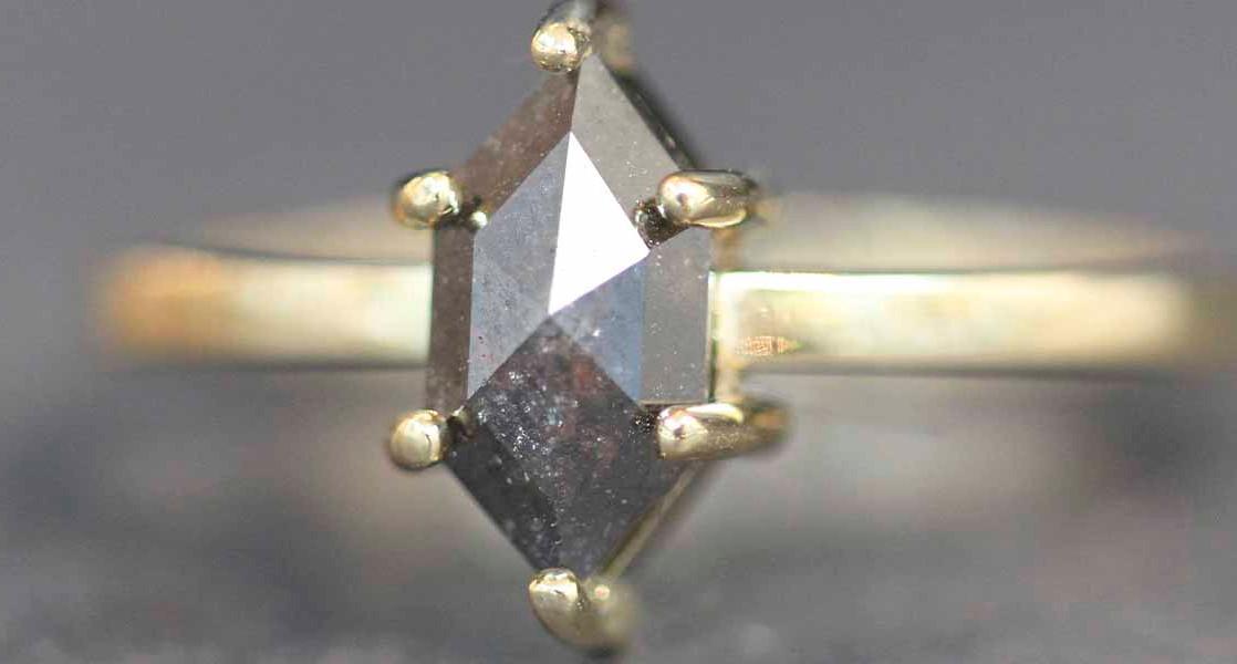 Zwarte diamant ring | Trouwringen | LUZ