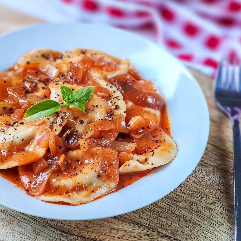רביולי פסטו ברוטב עגבניות