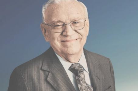 Ozires Silva, fundador da Embraer, completa 90 anos