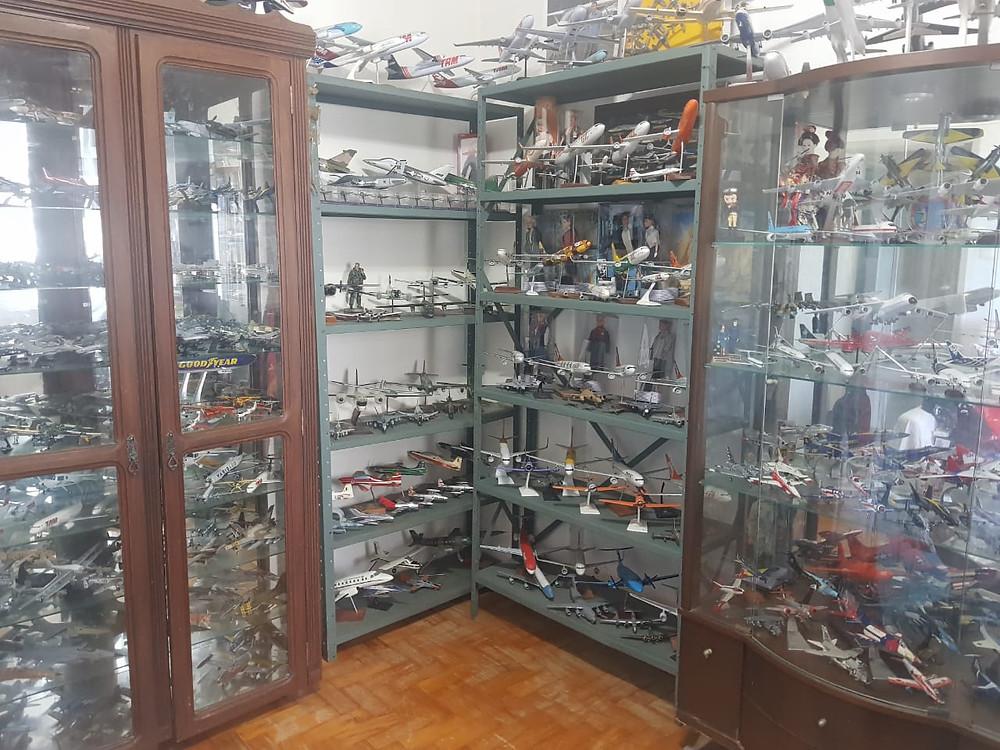 Um dos quartos da casa do Cmte. Criatura, dedicado às maquetes de aeronaves