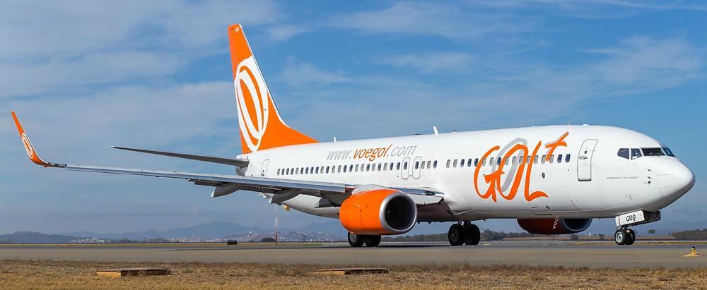 avião da gol taxiando no aeroporto de confins em belo horizonte