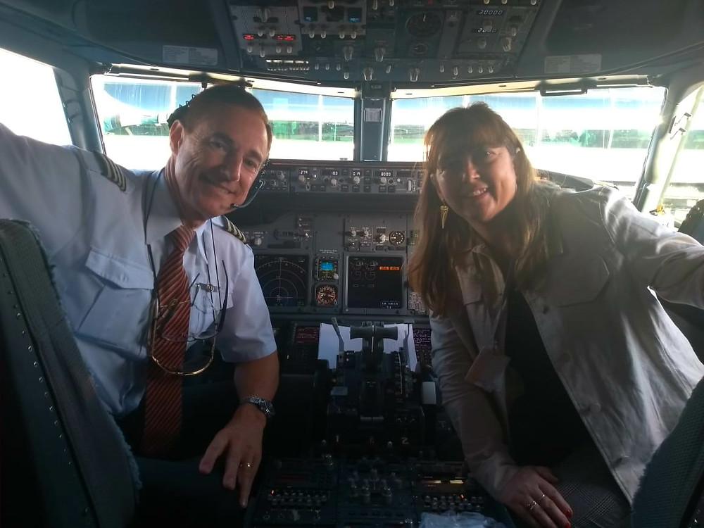 cabine de pilotagem do boeing 737.