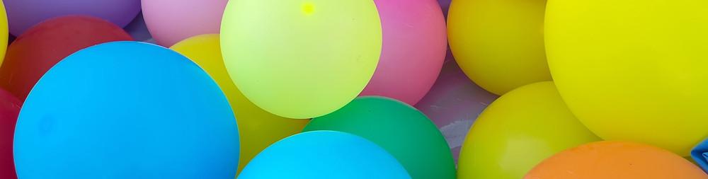 Balões de festa coloridos.
