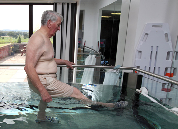 wellbeing-pool-leg-exercise