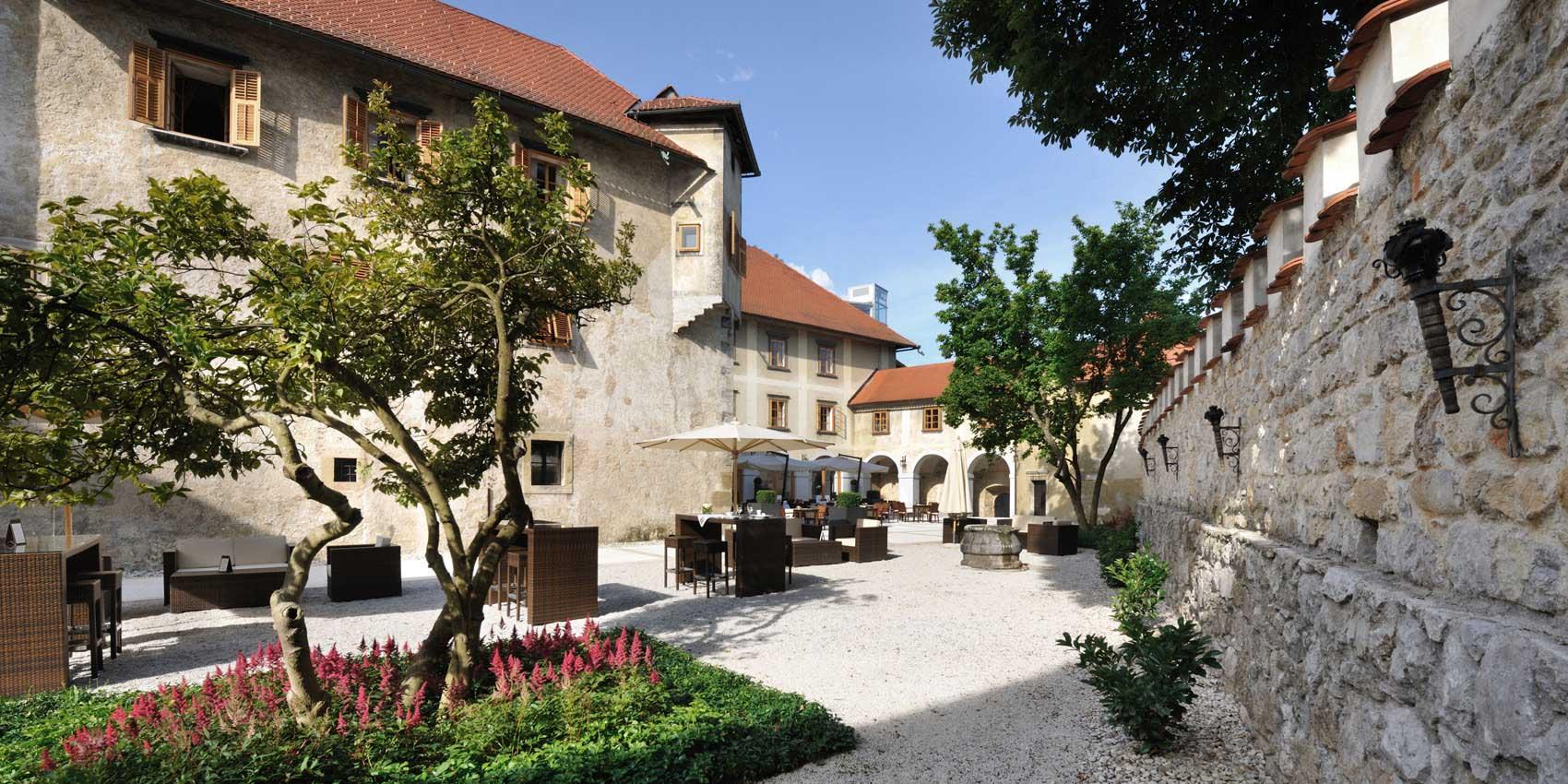 Отель «Замок Оточец»*****