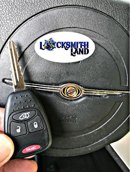 If you lost your car key or just need a spare, search no more 🚗🔑