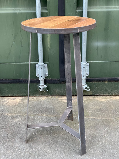 Prop leg side table