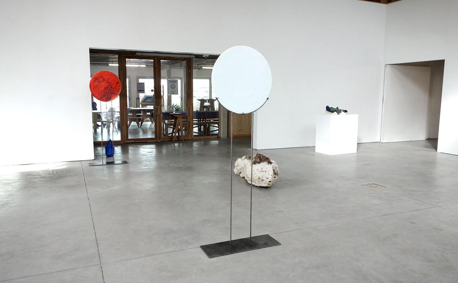 NICOLAS H. MULLER Les rêves, 2020 Acier, porcelaine 180 x 70 x 25 cm.