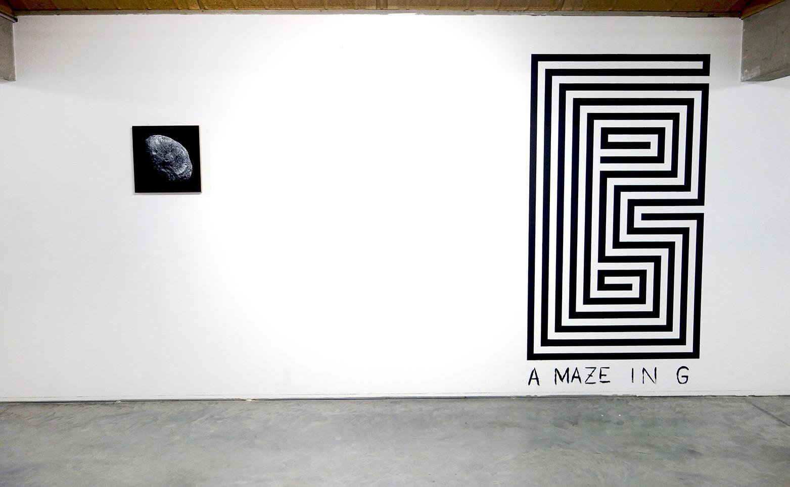 DAVID RENAUD Hypérion, 2011 Acrylique sur bois 45 X 45 cm.  NICOLAS H. MULLER G, 2014-2021 Peinture murale Dimensions variables.