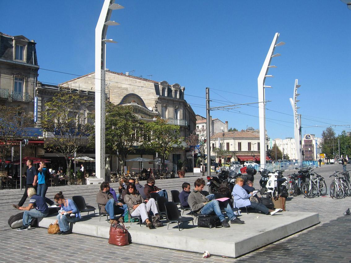 Plateia, Gare Saint Jean