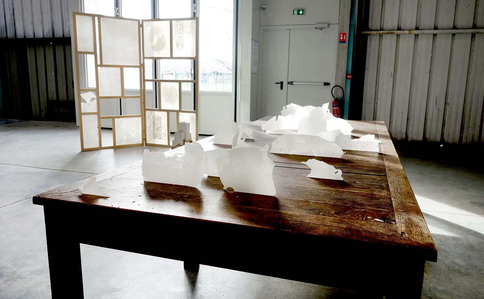 NICOLAS H. MULLER Paysage mental, 2020 Temps, bois, porcelaine 200 x 15 x 25 cm.