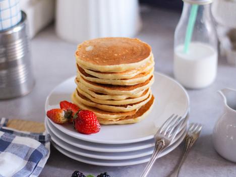 Pancake alti e soffici con lo yogurt: la ricetta veloce