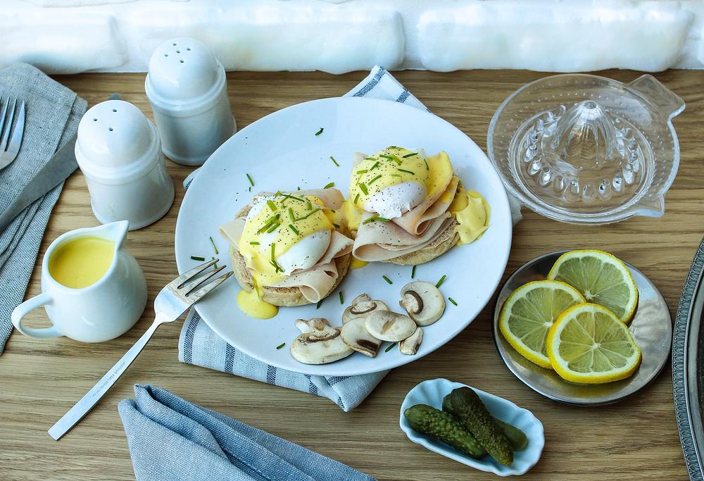 ricetta uova alla benedict