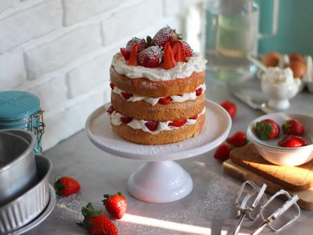 Victoria sponge cake: la ricetta inglese alle fragole