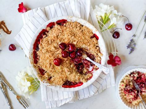 Crumble di ciliegie, avena e cocco: ricetta facilissima!