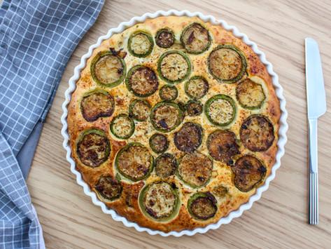 Torta salata zucchine, paprika e feta: ricetta facile e veloce per il brunch della domenica