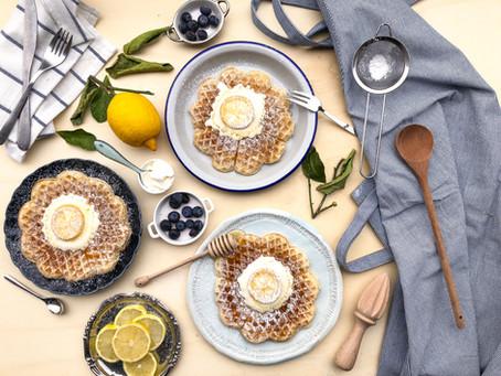 Waffle al limone, miele e panna acida: la ricetta facile