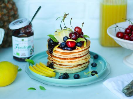 Pancake (senza zucchero) alla frutta: la ricetta light