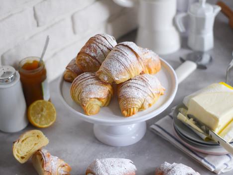 Cornetti dolci sfogliati: la ricetta base per amatori