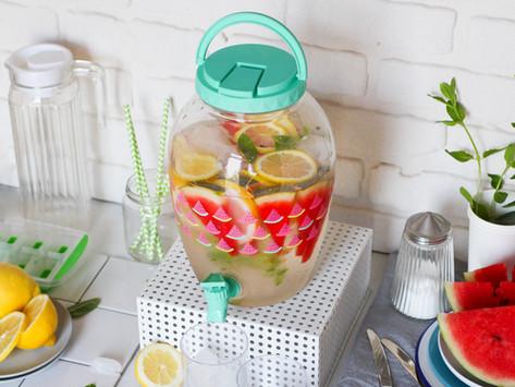 Acqua aromatizzata all'anguria, limone e zenzero